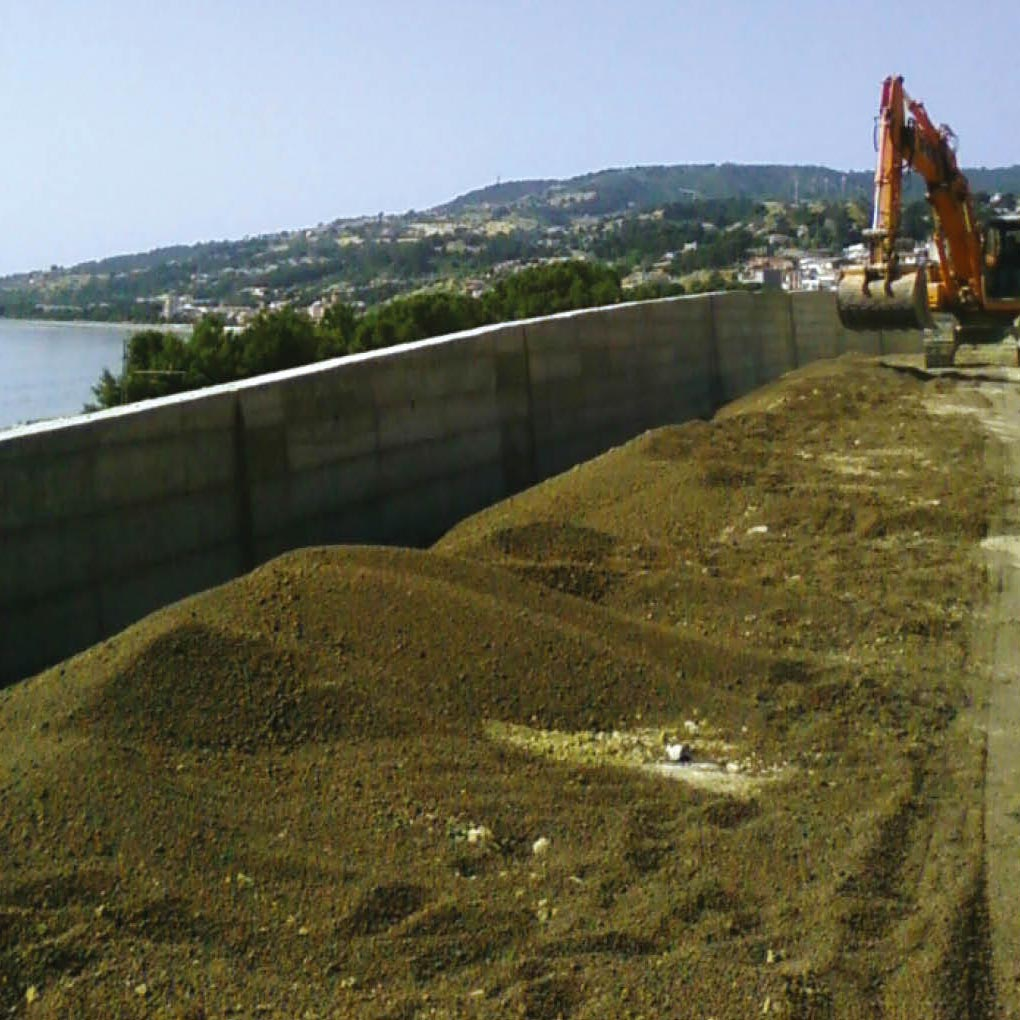 Retaining Wall Construction – Lightweight Drainage Fill