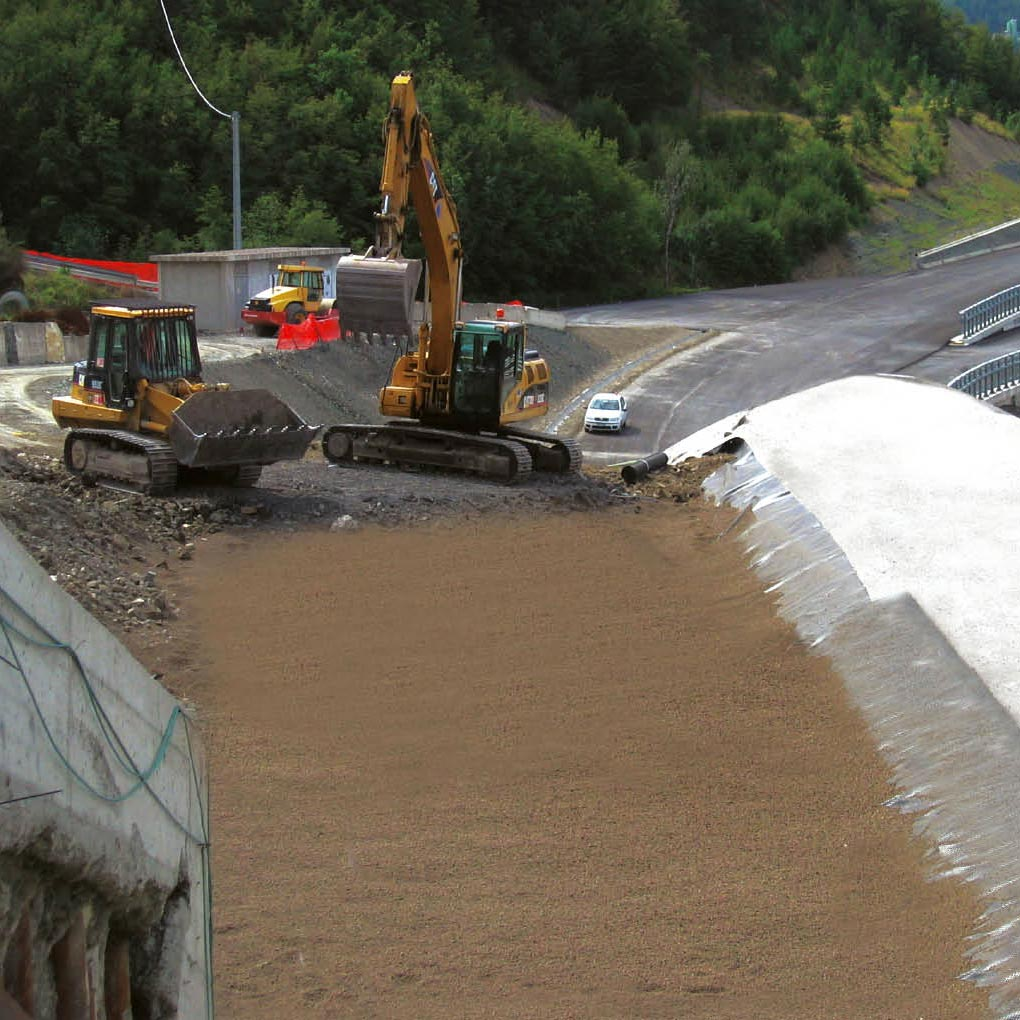 Embankment construction process with lightweight aggregates